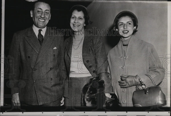 1955 Press Photo Adolfo Vecchi, Argentine Ambassador to U.S., and family in NY - Historic Images