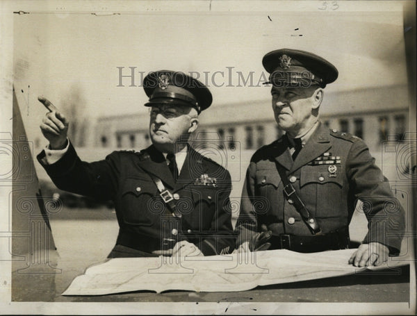 1941 Press Photo Lt. Gen. Hugh Drum talks over wars games w/ Gen. James Woodruff - Historic Images