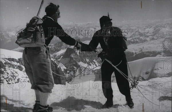 Press Photo Teo Climbers Reach Summit Of Mt Todi In Switzerland - Historic Images