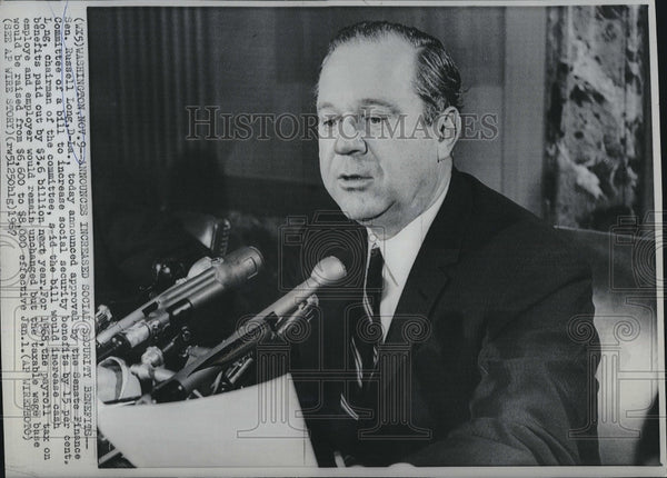 1967 Press Photo Senator Russell Long announce increase  socialsecurity benefits - Historic Images