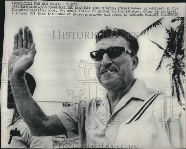 1967 Press Photo Adam Clayton Powell at the small island of Bimini - Historic Images