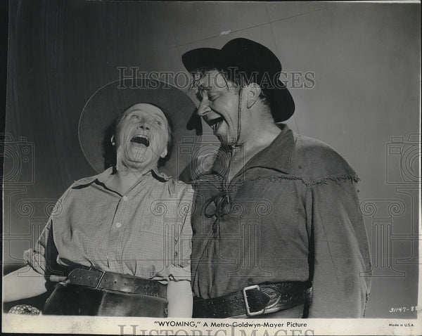 "1940 Press Photo Actor Wallace Beery & Marjorie Main in ""Wyoming"" - Historic Images"