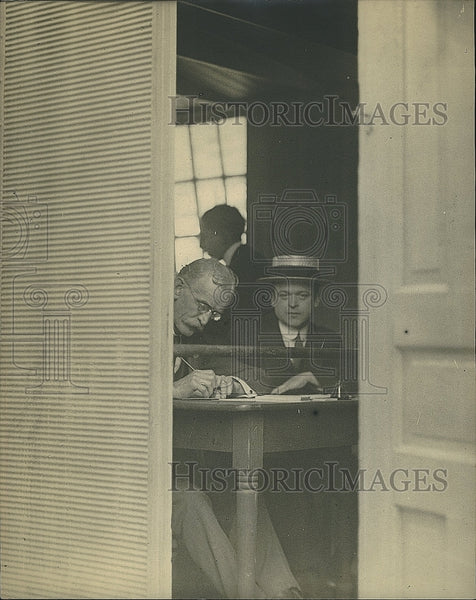 1917 Press Photo Men registering for the draft in WW I - Historic Images