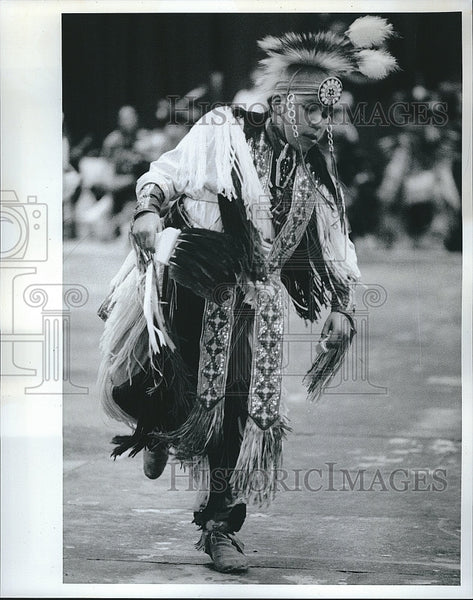 1991 Press Photo Native American Dancer at University Illinois Chicago Powwow - Historic Images