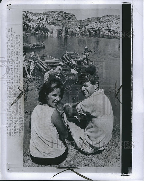 1965 Press Photo Politician Robert Kennedy With Wife Vacation Colorado - Historic Images