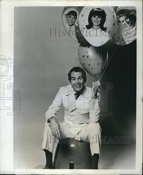 1969 Press Photo Actor Dean Jones With Sally Field & Marlo Thomas - Historic Images