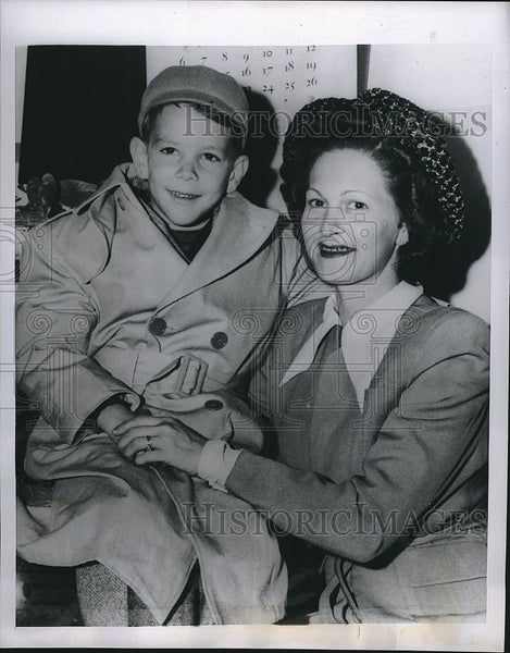 1949 Press Photo David Dempsey, Child With Stomach Ailment & Mom Mabel Palmer - Historic Images