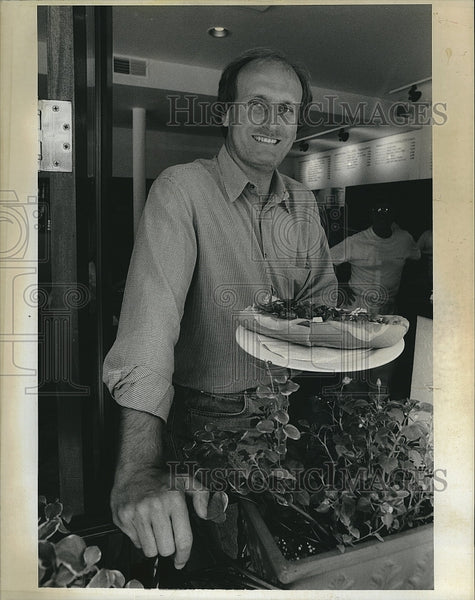Press Photo Frank De Pasquale, Owner of Panino Express - Historic Images