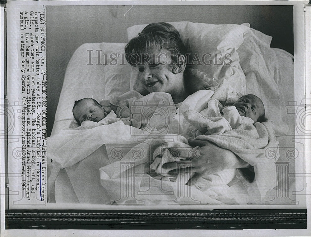 1966 Press Photo Actress Diane Jergens with Her New Born Twins - Historic Images