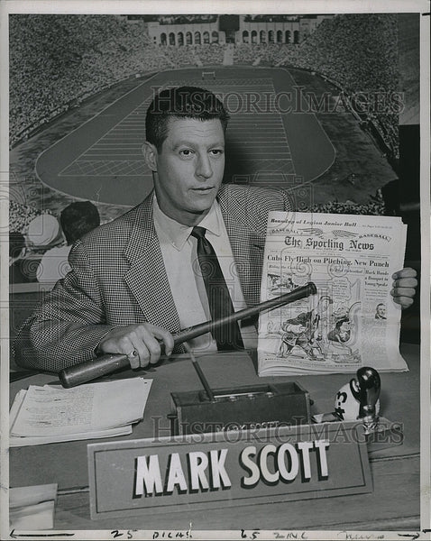 1955 Press Photo Sportscaster Mark Scott Broadcasts Sporting News Headlines - Historic Images