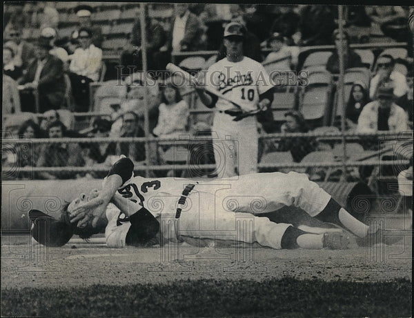 1970 Press Photo Denver Bears Larry Bittner down from hit pitch - Historic Images