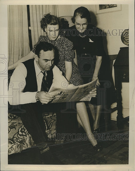 Press Photo Philadelphia Athletics Outfielder Wally Moses with his Wife & Mother - Historic Images