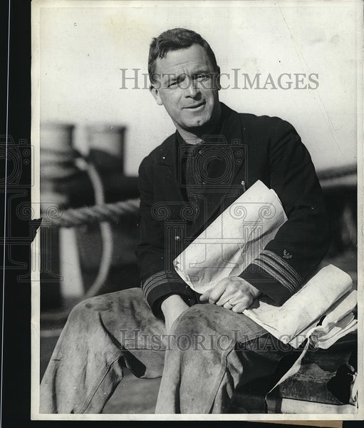 1928 Press Photo Commander H.E. Saunders for salvage from USS Falcon - Historic Images