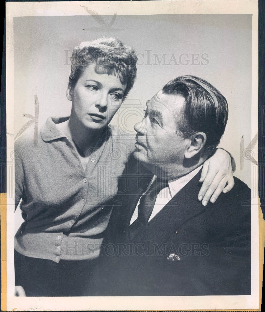 1957 Actors Joan Tetzel & Oscar Homolka Press Photo - Historic Images