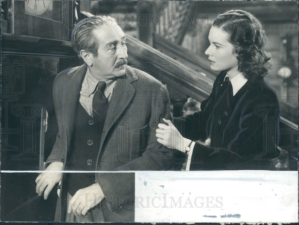 1940 Actors Adolphe Menjou/Maureen O'Hara Press Photo - Historic Images