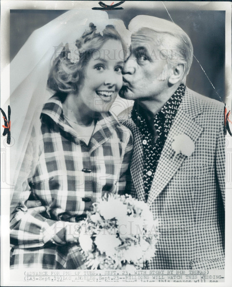 1975 Actors Georgia Engel & Ted Knight Press Photo - Historic Images
