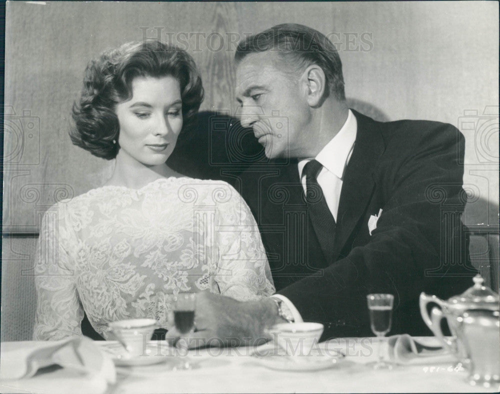 1958 Actors Gary Cooper & Suzy Parker Press Photo - Historic Images