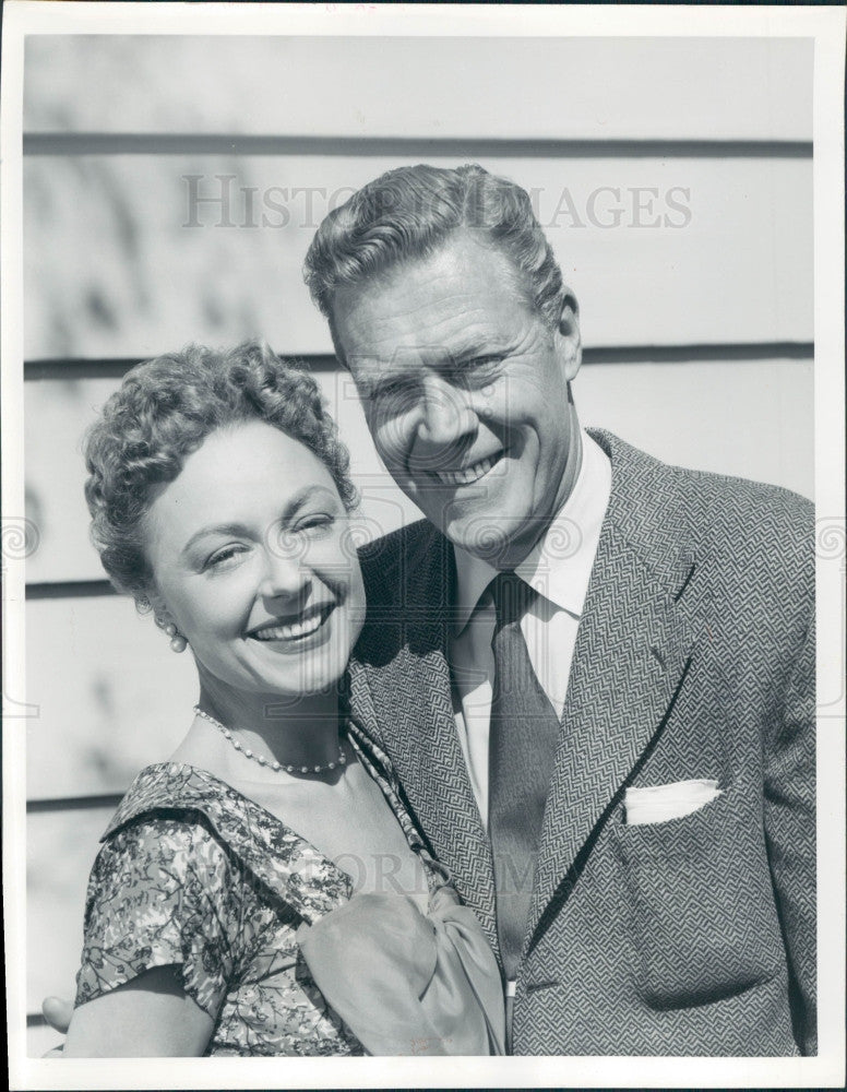 1955 Actors Willard Parker & Virginia Field Press Photo - Historic Images