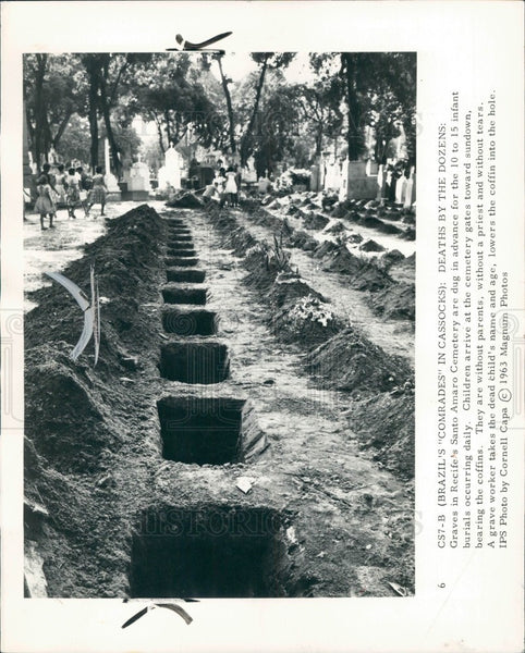 1963 Brazil Santo Amaro Children's Graves Press Photo - Historic Images