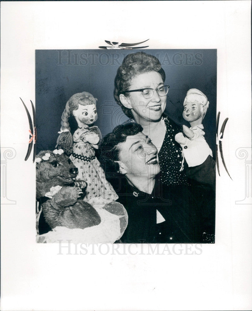 1965 Puppeteers Ann Cohen & Bea Geller Press Photo - Historic Images