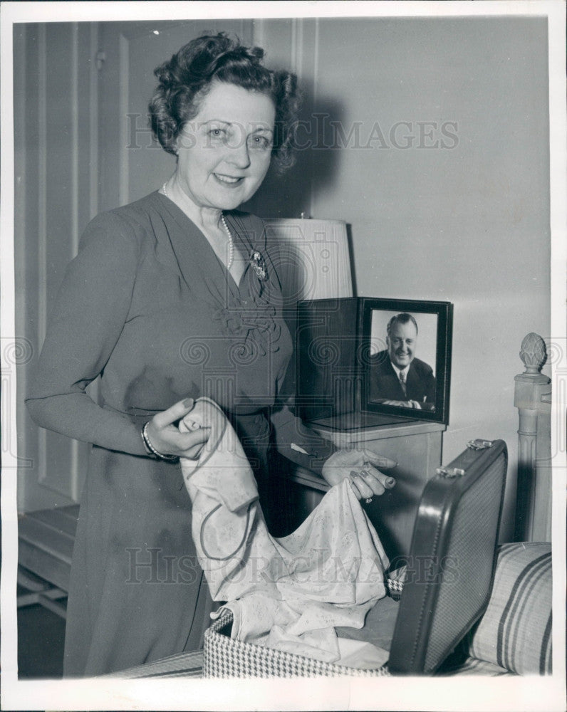 1943 Singer Julia Sanderson Press Photo - Historic Images