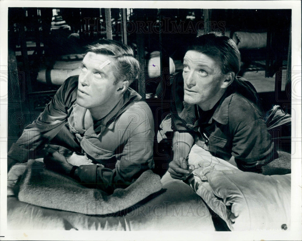 1965 Actors George Peppard & Jeremy Kemp Press Photo - Historic Images