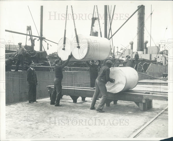 1935 Detroit News Unloading Paper Rolls Press Photo - Historic Images