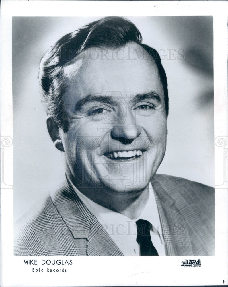 1966 Actor Mike Douglas Press Photo - Historic Images
