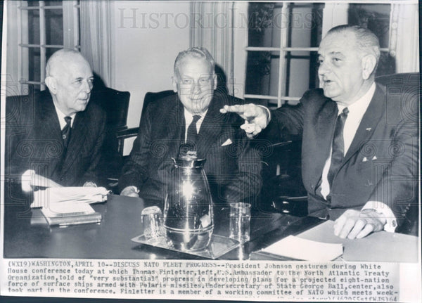 1964 US Pres Johnson & Thomas Finletter Press Photo - Historic Images