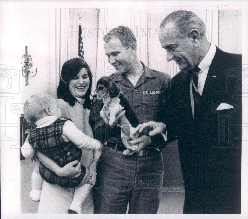 1968 US President Johnson & Family Press Photo - Historic Images
