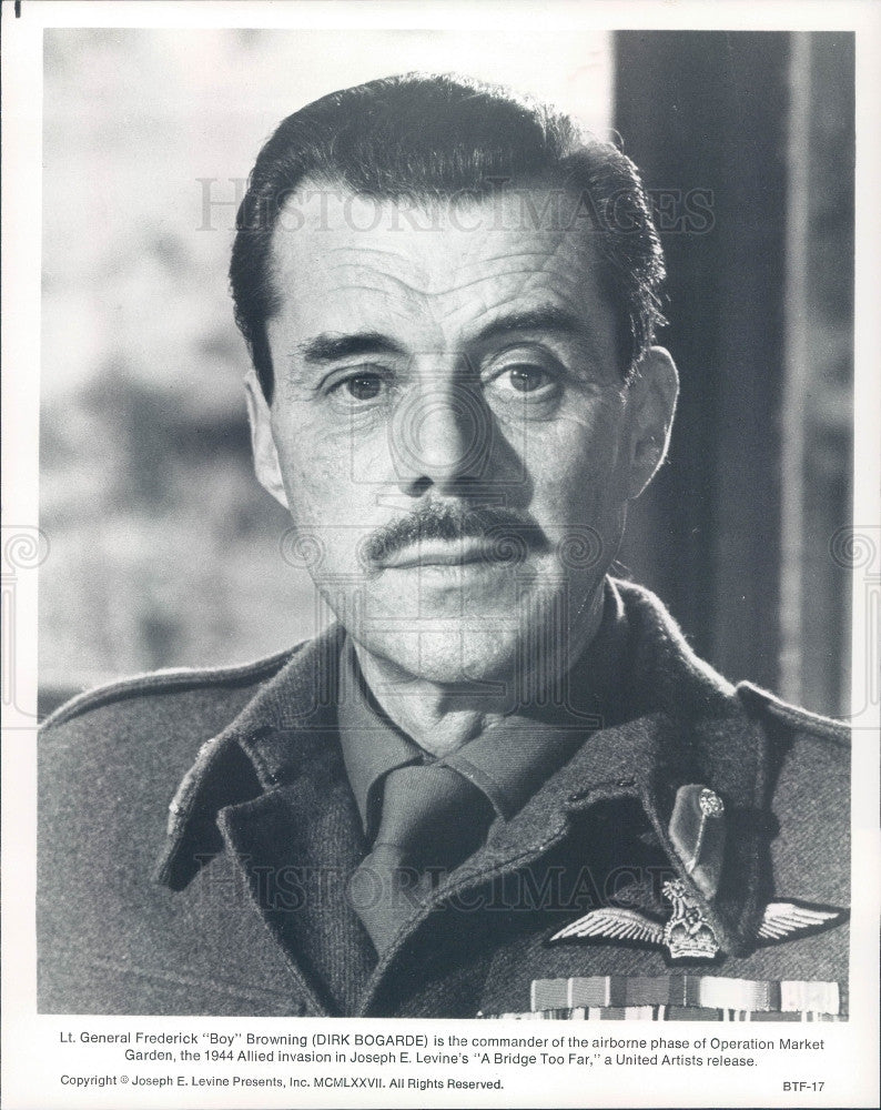 Undated Actor Dirk Bogarde Press Photo - Historic Images
