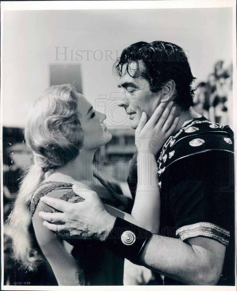 1962 Actor Victor Mature & Liana Orfei Press Photo - Historic Images