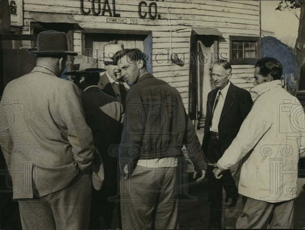 1954 Press Photo Atmore prison escapees are caught and returned, Alabama - Historic Images
