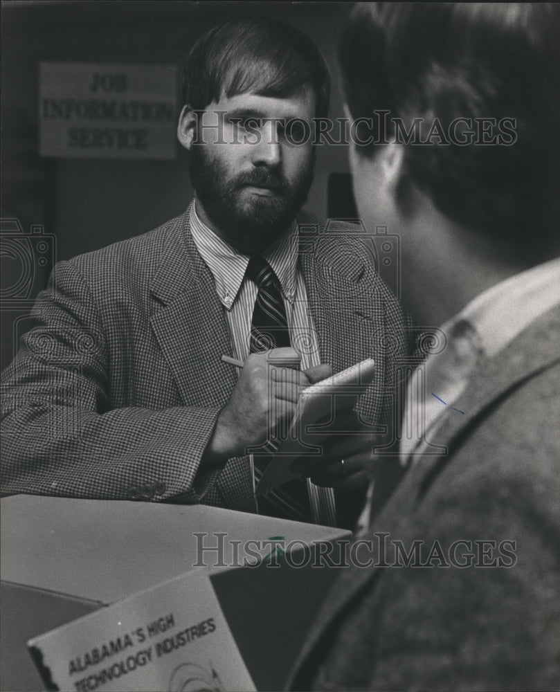 1983 Press Photo William Bunch, interviewing at unemployment office, Alabama - Historic Images