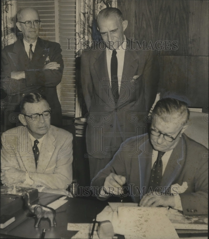 1957 Press Photo Airport and Business Officials Sign Lease For Rental Property - Historic Images