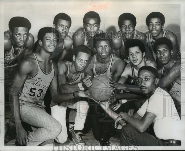 1971 Press Photo Wenonah High School Basketball Coach Ward Towers and team - Historic Images