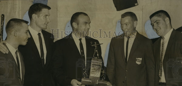 1962 Press Photo Football Coach Herman Scott & his players accept trophy - Historic Images