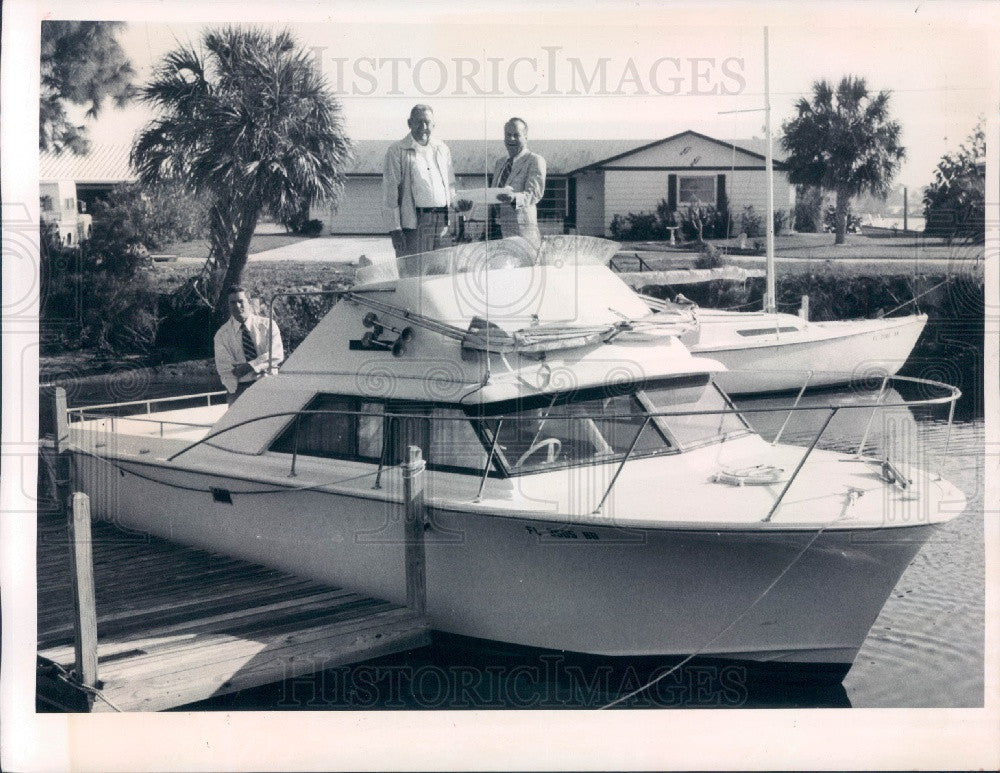 1974 Pasco County FL Sheriff Basil Gaines & Search & Rescue Boat Press Photo - Historic Images