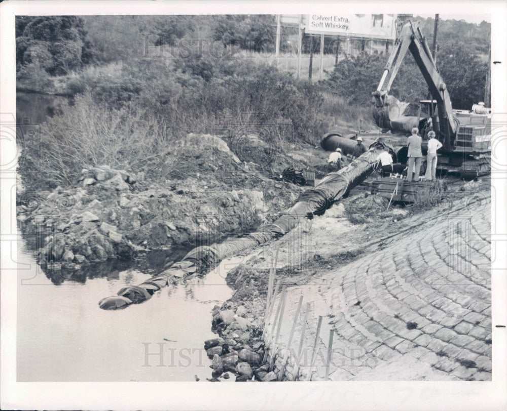 1977 Pasco County Florida Laying Pipeline Anclote River Press Photo - Historic Images