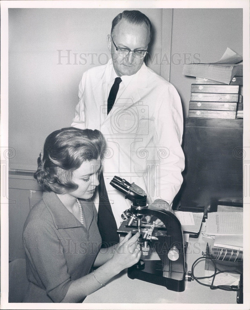 1963 Miss America 1958 Marilyn VanDerbur & Researcher Dr. Huseby Press Photo - Historic Images