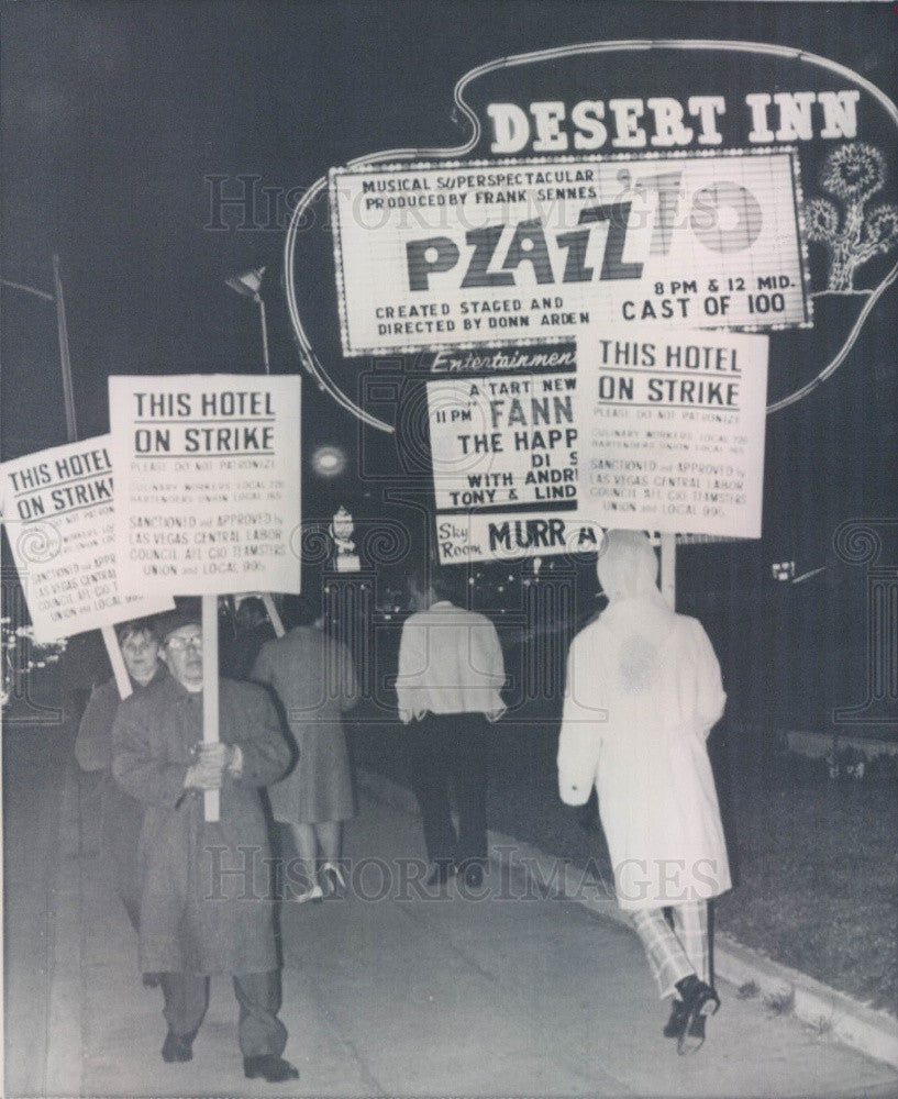 1970 Picket Strike Los Vegas Nevada Hughes Desert Inn Press Photo - Historic Images