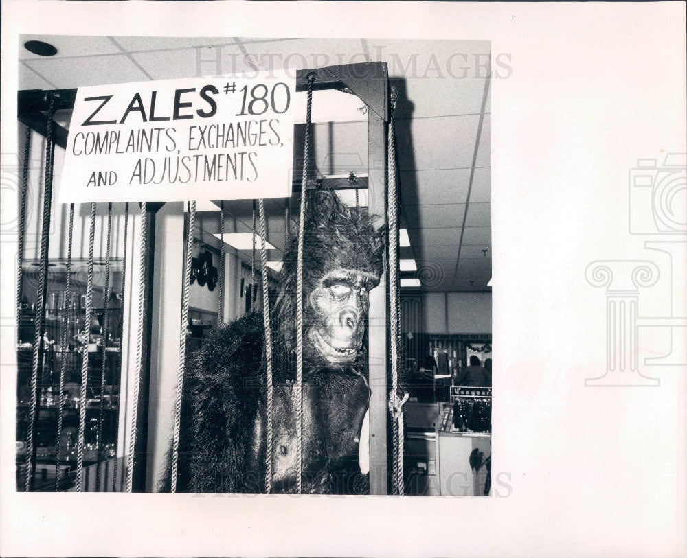1972 St. Petersburg Florida Zale's Jewelers Complaint Department Press Photo - Historic Images