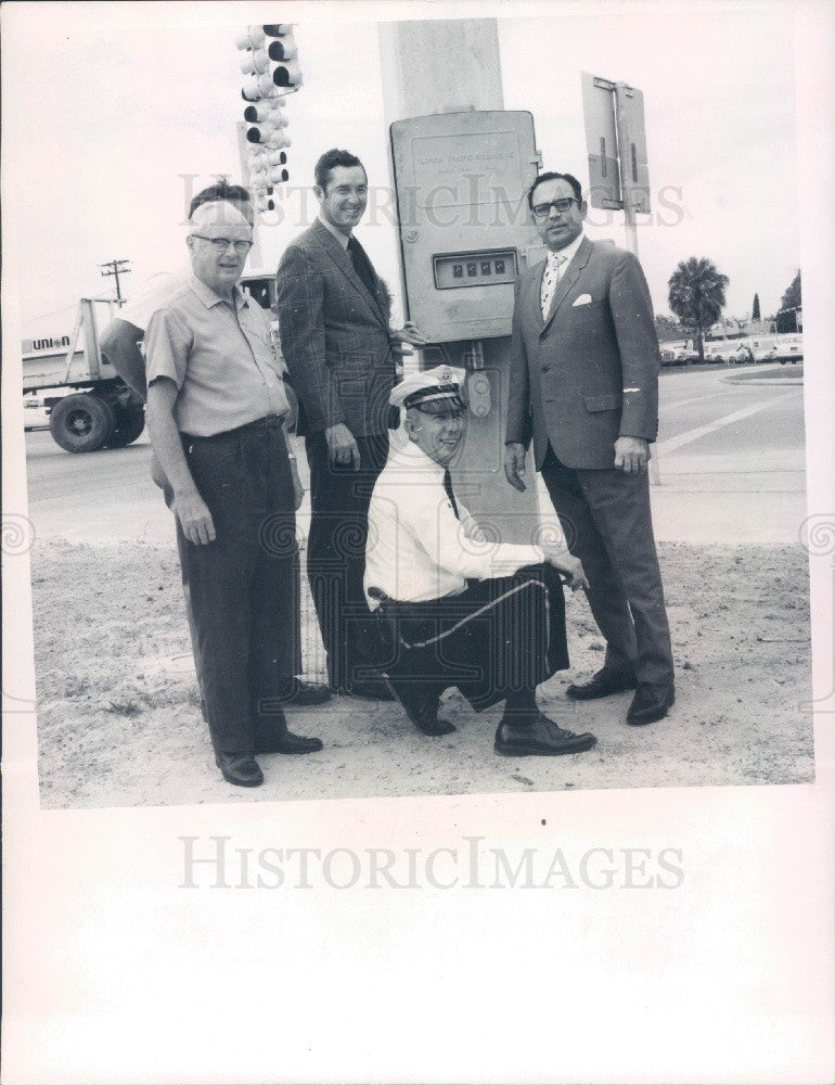 1971 Zephyrhills FL Mayor Arnot/Senator Deeb/Police Chief Eiland Press Photo - Historic Images