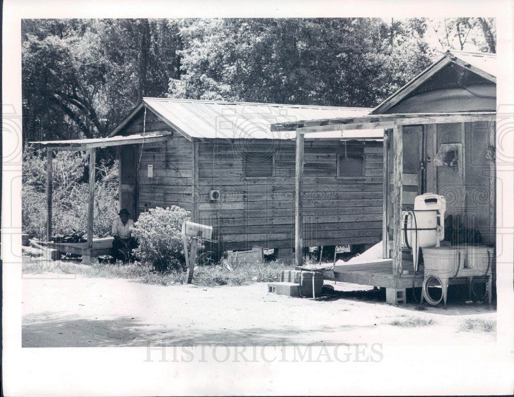 1977 Brooksville Florida Carl Street Condemned Homes Press Photo - Historic Images
