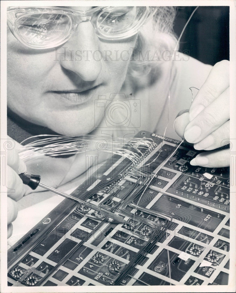 1971 Honeywell Aerospace Computer Electronic Circuit Board Press Photo - Historic Images