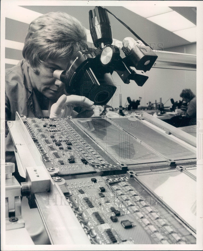 1975 Honeywell Circuit Board Assembly Testing Press Photo Historic Images