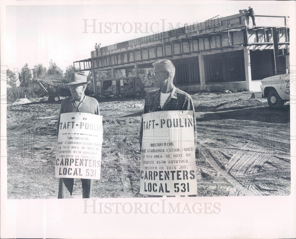 1965 St. Petersburg FL Ringer Motors Construction Site Picketers Press Photo - Historic Images