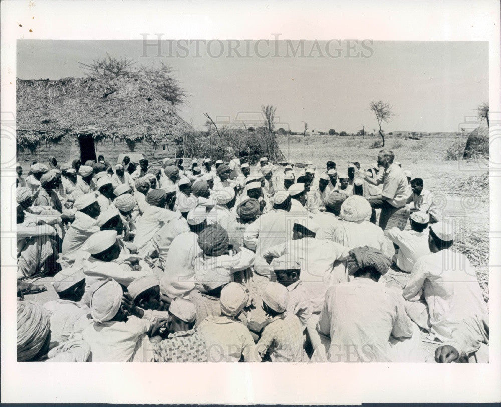 1968 Manmad India Religious Meeting Press Photo - Historic Images