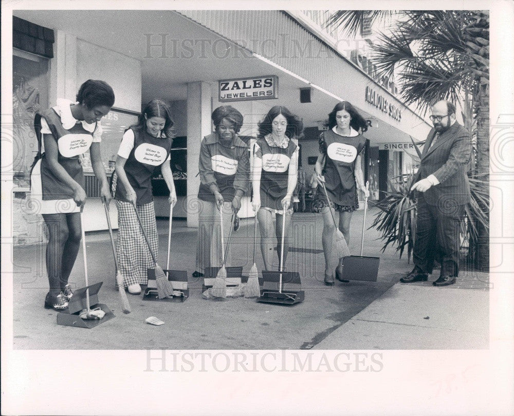 1973 St. Petersburg FL Central Plaza Shopping Center Plaza Pretties Press Photo - Historic Images