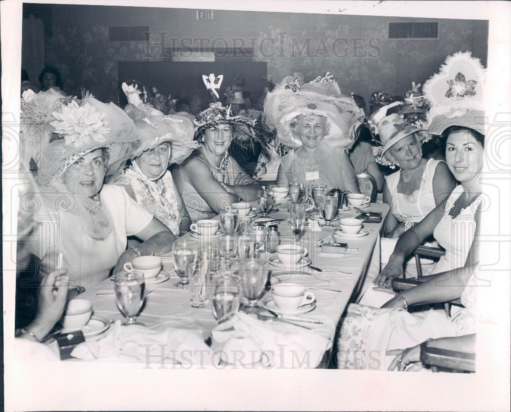 1965 FL Gulf Beaches Women's Chamber of Commerce Madhatter's Lunch Press Photo - Historic Images